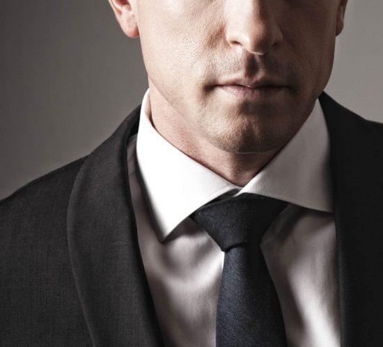 Portfolio fotoshoot van een man in pak