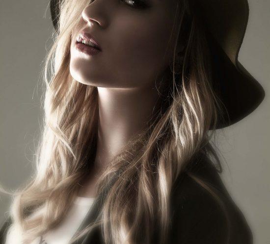 Portfolio fotoshoot van een jonge vrouw