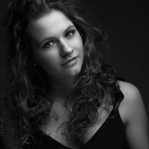 Portret tiener in zwart wit
