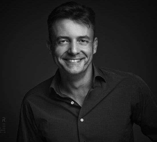 Fotoshoot portret man zwart wit