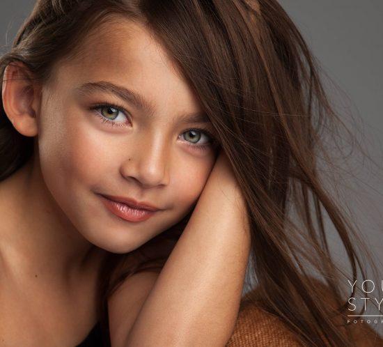 Kinderfotoshoot: close up van kindmodel Audrina