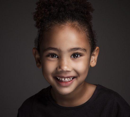 Portret kind met krullen