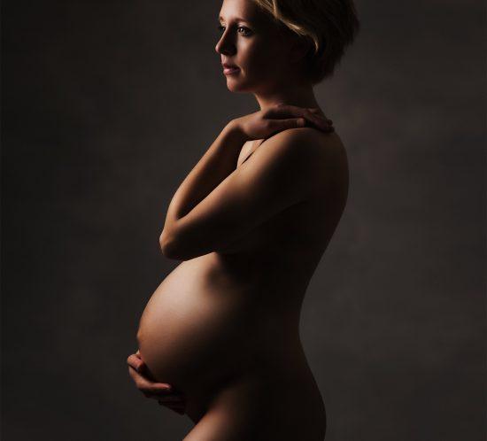Donker en stijlvolle zwangerschapsfotografie